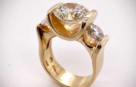 "Classic ""Triple Mirror-Mount"" ring in yellow gold"