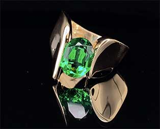 This vintage Mark Loren-designed ring in 14K yellow gold is tension-set with a collector-quality tsavorite green garnet.